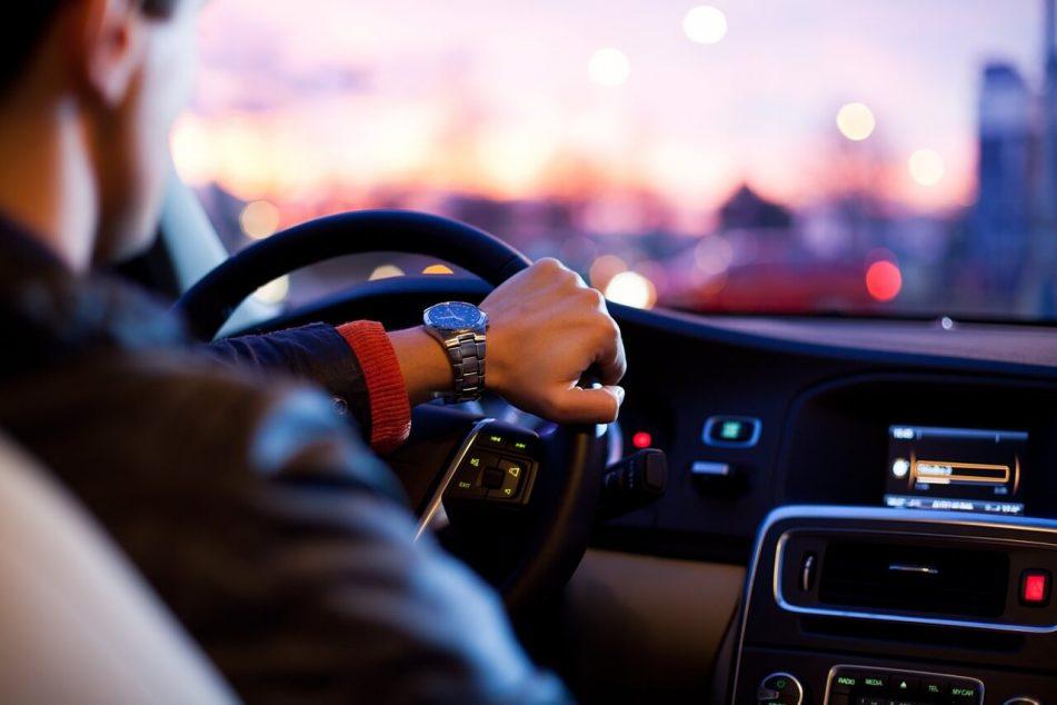 Cómo renovar el carnet de conducir o permiso de circulación caducado