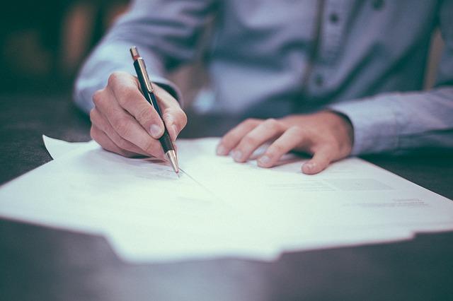 Cómo realizar un contrato legal de compraventa de un vehículo usado